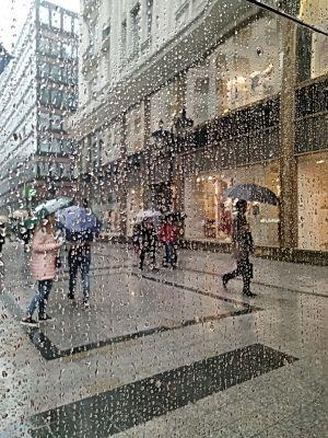 Gyubák Éva: Esőben