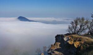 Hegyi Zsolt: Ködben úszó Badacsony