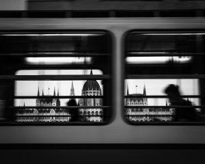 Molnár Márta: A villamos ablakán át
