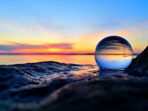 Tajthy Dávid: Üveggömbbe zárt világ