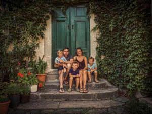 Baboss Buda: Magyar család